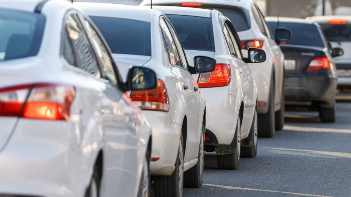 «Устроим пикеты и забастовки по всей России»: в Волгограде более 100 таксистов объявили бойкот