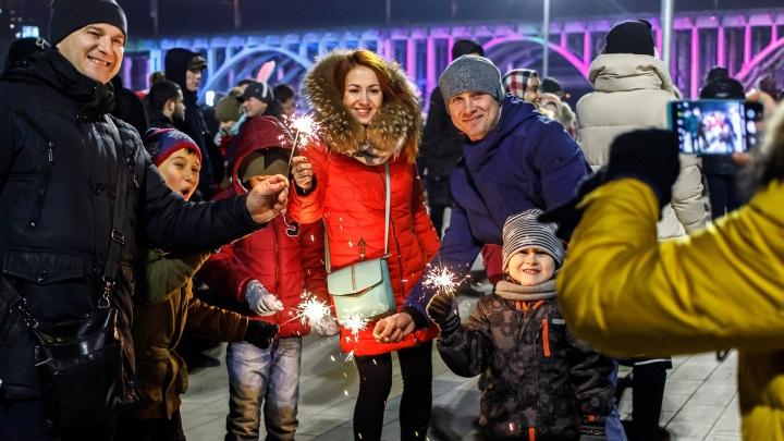 Сотни волгоградцев отметили Новый год по местному и по московскому времени