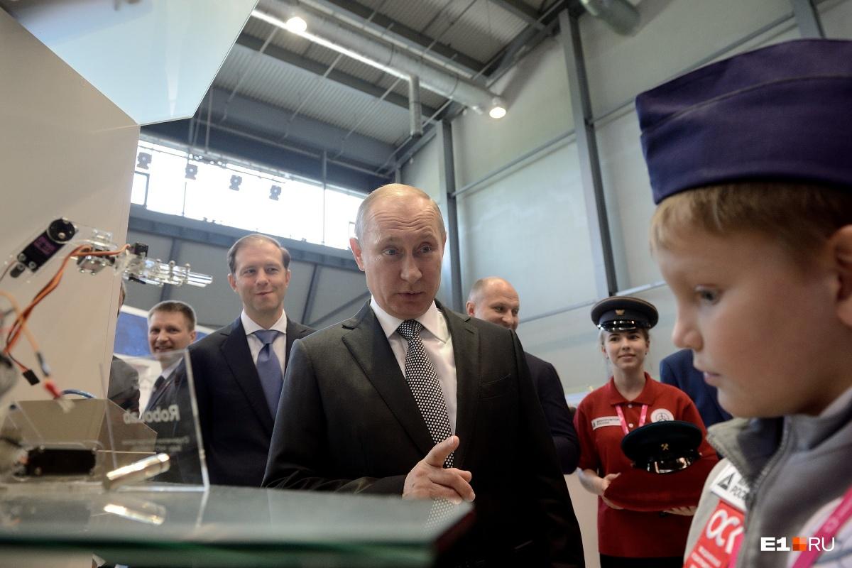 Президент на выставке «Иннопром» в 2017 году