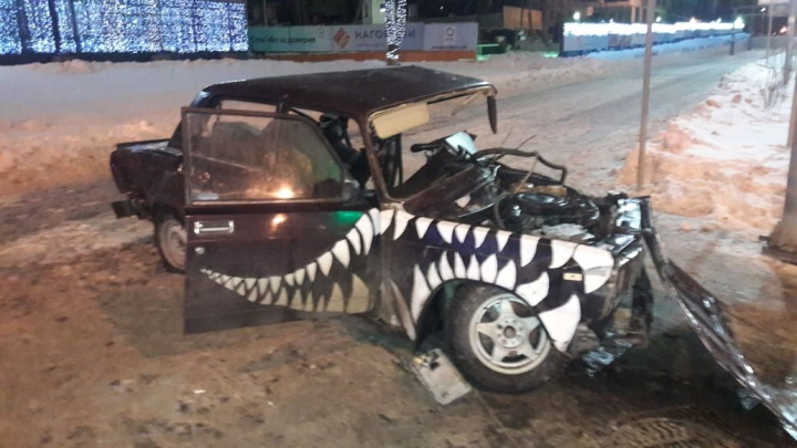 Водителя вырезали гидравлическими ножницами: на ВИЗе в жестком ДТП пострадали три человека