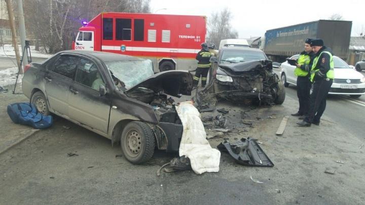 На проспекте Космонавтов в жутком ДТП с двумя иномарками погибло два человека