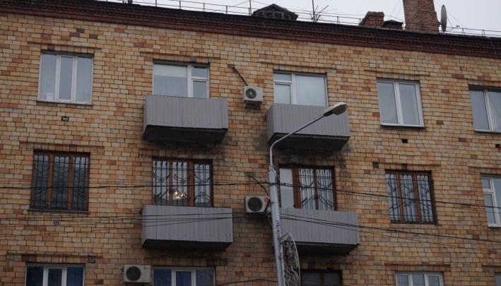 «Снаружи балкон — не ваша собственность»: чиновники обосновали украшение балконов без ведома жильцов