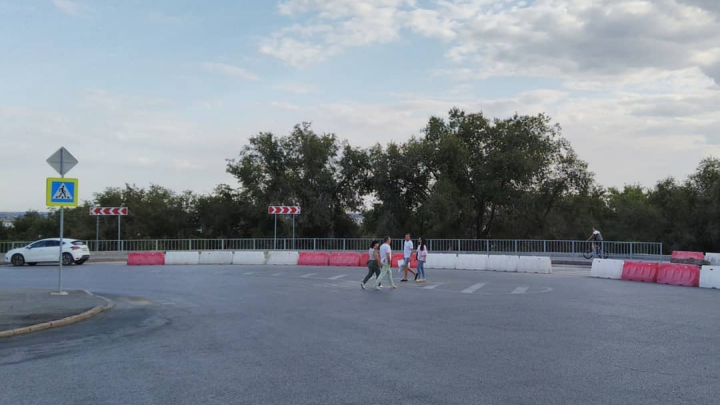 «Убрали лишние полосы»: в центре Волгограда самовольно изменили транспортную развязку