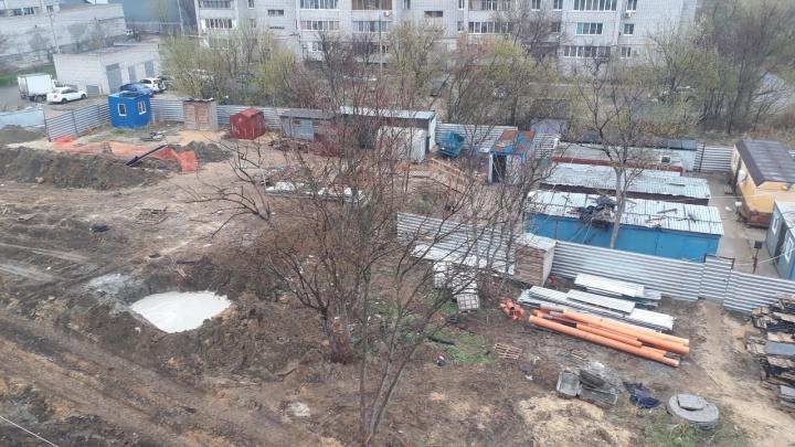 «Они убивают нашу природу»: в Волгограде строят новый дом, «удобряя» рядом с ним землю отходами