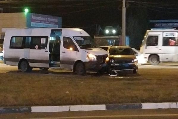 Пять человек, в том числе двое детей, пострадали в ДТП с маршруткой на Тутаевском шоссе