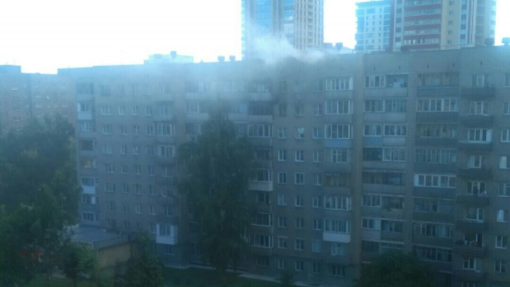 Из горящей квартиры на 8-м этаже вынесли женщину без сознания