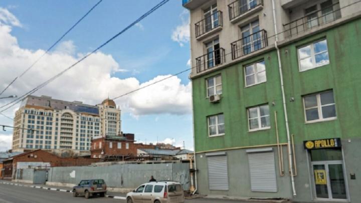 «Кручу-верчу, запутать хочу»: в Минстрое объяснили, кто разрешил строить высотку уплощади Куйбышева