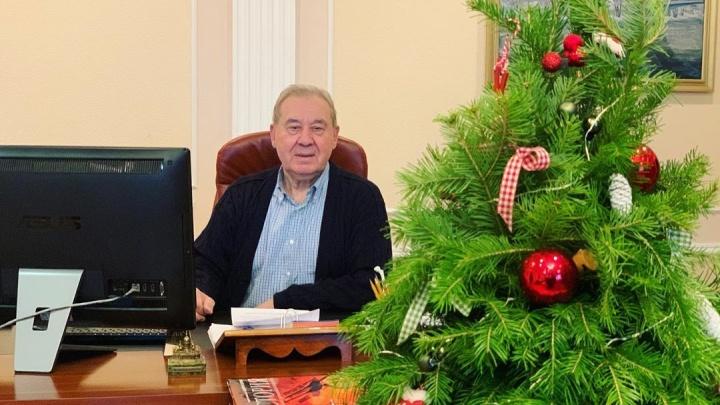 «Счастья не желаю, это абстрактно»:Леонид Полежаев поздравил омичей с наступающим Новым годом