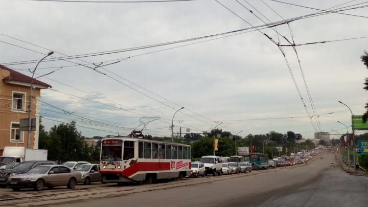 Адская пробка: на подъезде к площади Маркса погасли светофоры