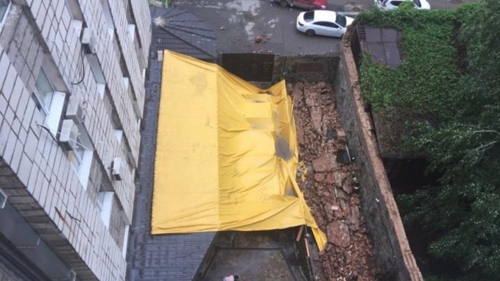 Владельцу кафе «Никала Пиросмани», где во время грозы упала стена, предъявят обвинение