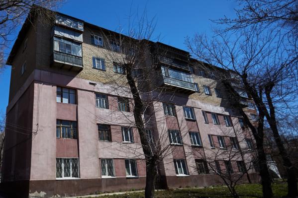 В старой пятиэтажке на ЧГРЭСе «двушку» можно купить всего за 850 тысяч рублей