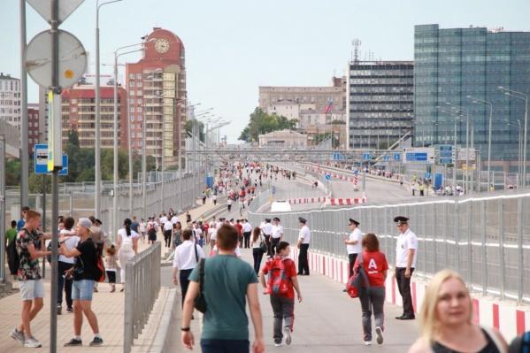 Швейцарцы устроили туалет прямо на Ворошиловском мосту