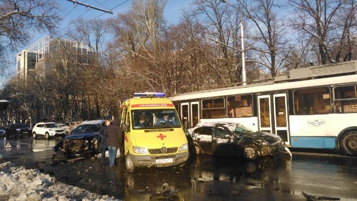 ДТП в центре Ростова парализовало движение троллейбусов
