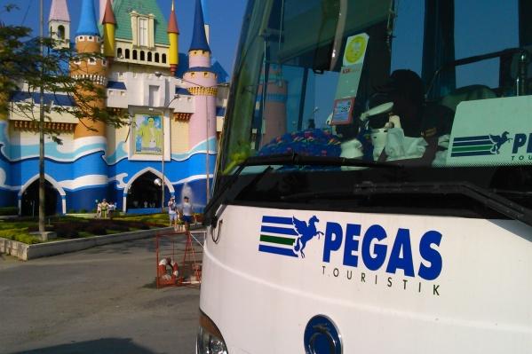 Под брендом PEGAS Touristik работали два офиса компании«Люкс Тревел», которые недавно закрылись и не оплатили туры у разных операторов. Франшиза действовала до июля 2019 года, дальше они не имели права использовать бренд