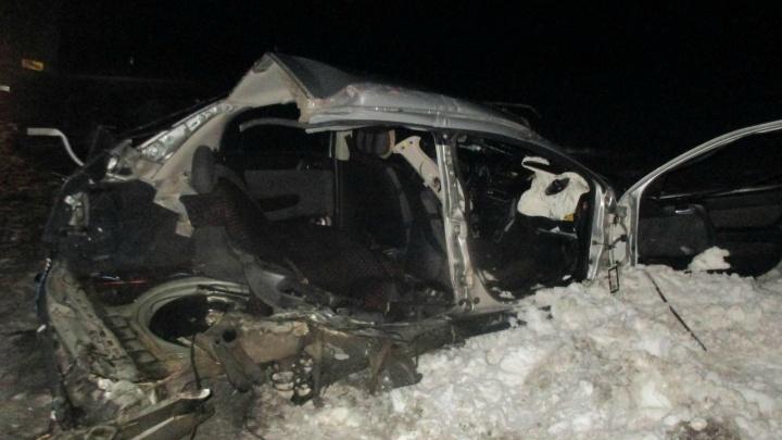 В Мишкинском районе столкнулись легковушка и грузовик: три человека пострадали, один— погиб