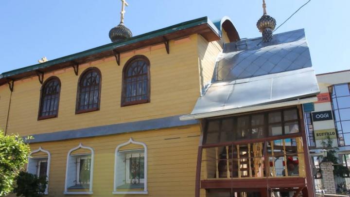 Владелец иконной лавки на Чумбаровке попросил суд об отсрочке сноса здания