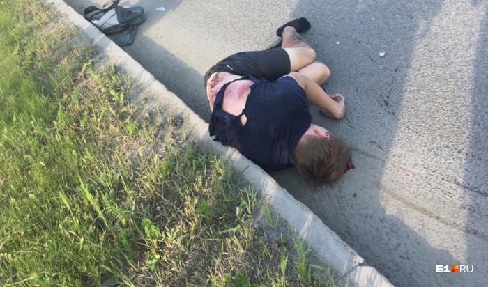 Велосипедист пытался переехать через дорогу