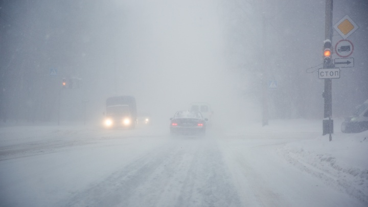 Пассажирский автобус попал в аварию с грузовиком на новосибирской трассе