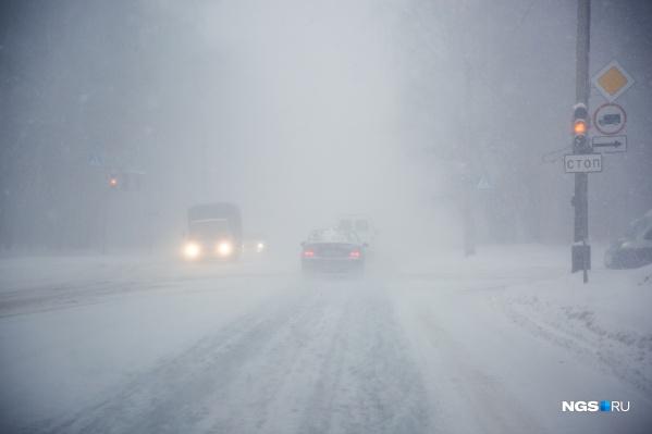 О столкновении автобуса, грузовика и легкового автомобиля сообщили очевидцы