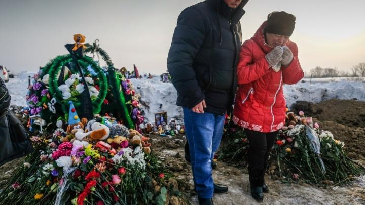 Первым делом поставит памятники: мать погибших в яме детей рассказала, как потратит 3 миллиона