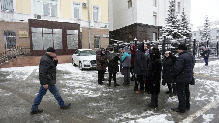 «Ждём жилья полтора года»: челябинские дольщики пришли к правительству, чтобы попасть к Текслеру