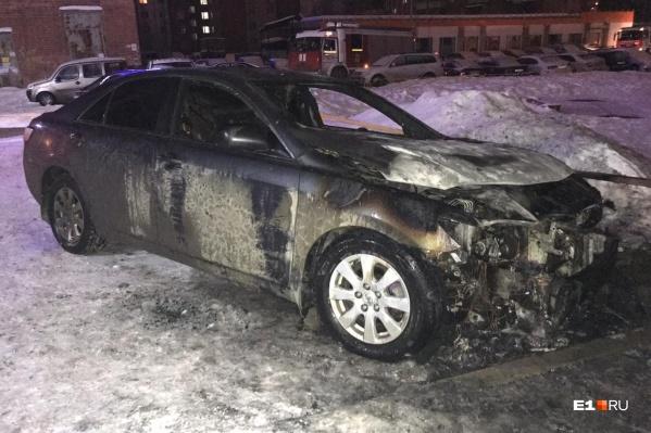 У Toyota выгорел моторный отсек