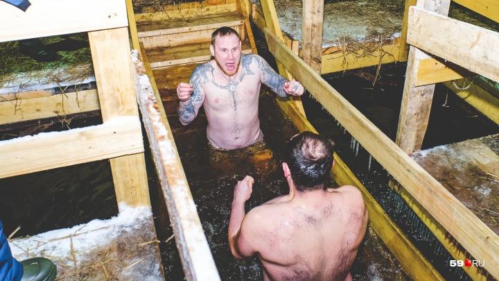 Пермяки окунулись в ледяную воду: фоторепортаж с крещенских купаний