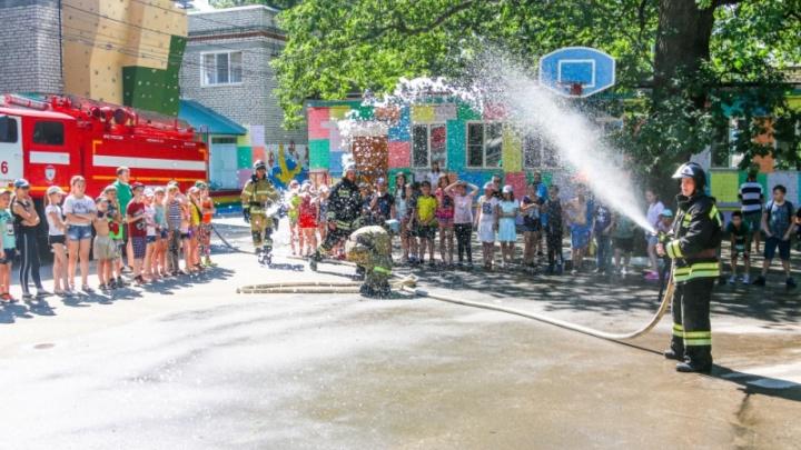 Стихийный день Нептуна: в детском лагере Волгограда по сценарию пожарных замкнуло проводку