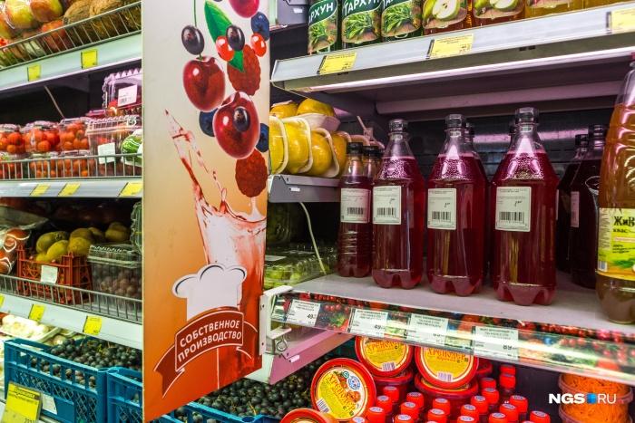 Так представлены морсы собственного производства в «Горожанке», а квас закончился на момент посещения магазина журналистами НГС