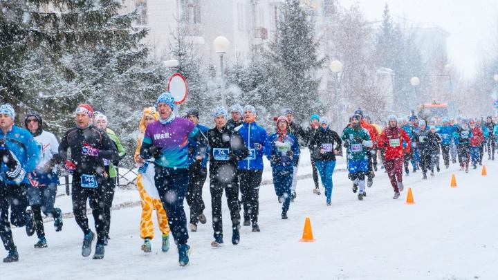 На Рождественском полумарафоне 80-летний спортсмен почувствовал себя плохо, но продолжил забег