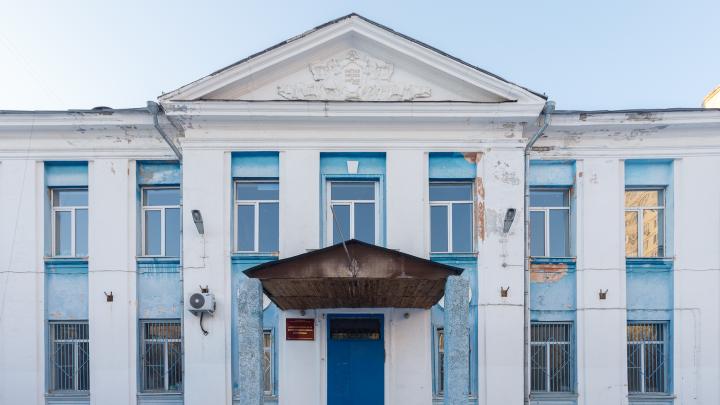 Наверное, есть другой контракт: чиновники Волгограда пообещали отремонтировать заброшенную школу №36