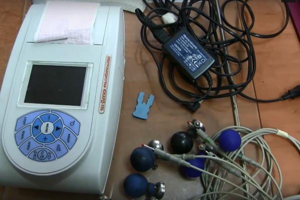 Вот так выглядит прибор, который украл из кареты скорой помощи омич