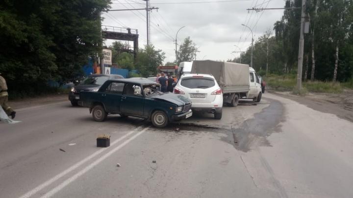 Маршрутка попала в массовую аварию в Ленинском районе: есть пострадавшие