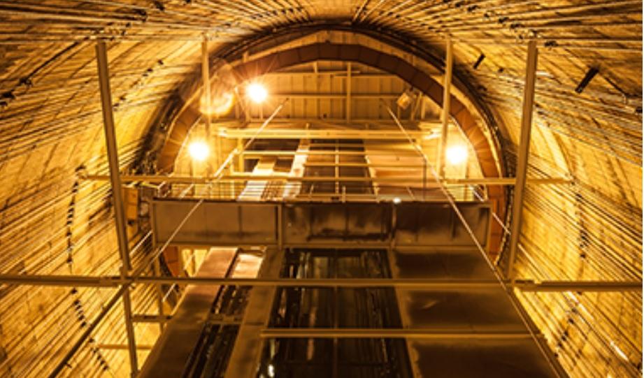 Останкинскую башню «в напряжении» держат натянутые тросы. Владимир Михеев считает, что безразлично —что с ними, что без них