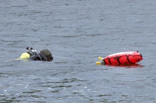 Спасатели достали тело мальчика из воды, сейчас оно отправлено на экспертизу