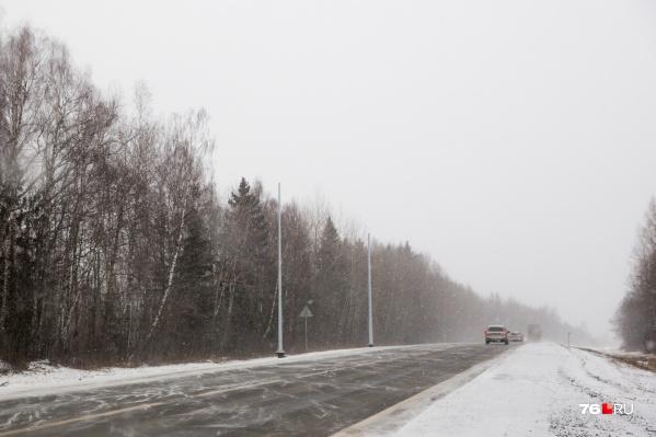 Сотрудники ГИБДД настоятельно рекомендуют автомобилистам быть аккуратнее на дорогах, особенно на трассах