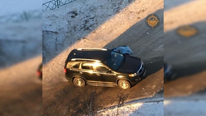 Мужчина внезапно умер возле дома в «Солнечном» после конфликта на дороге