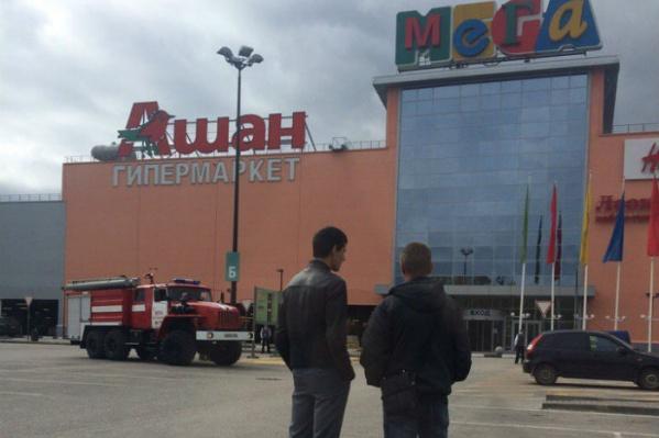 Тысячи уфимцев эвакуировали из торговых центров из-за сообщения о бомбе