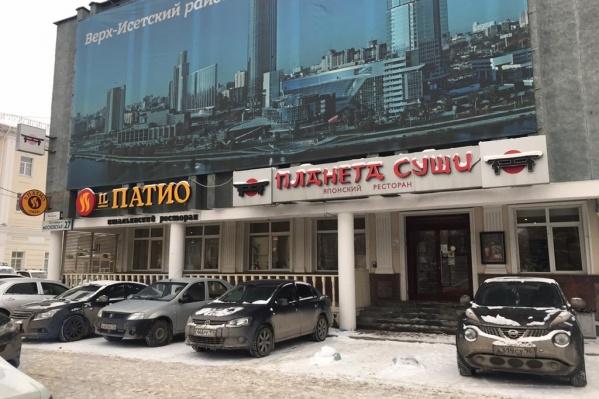 Ресторан находится рядом с углом Московской — Ленина