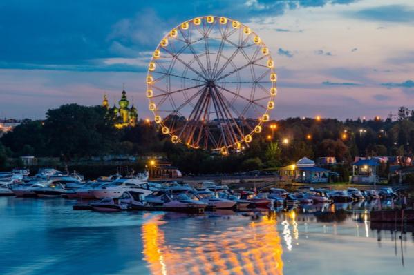 65-метровый аттракцион на Которосльной набережной в Ярославле продолжает работать