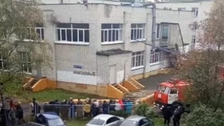 В Ярославле эвакуировали школу, в которой две недели назад случился пожар