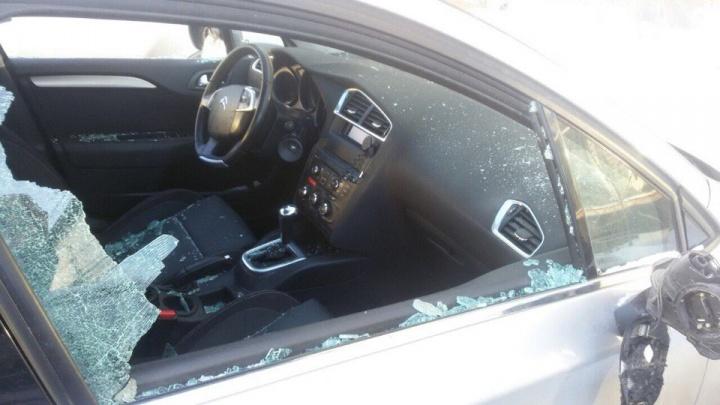 В Екатеринбурге разбили машину руководителя ТСН, который воюет с управляющей компанией за дом на ЖБИ