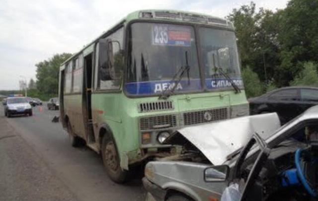 В Уфе  в ДТП попали два пассажирских автобуса