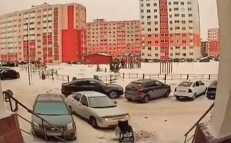 В Башкирии водитель смял своим автомобилем инвалидное кресло
