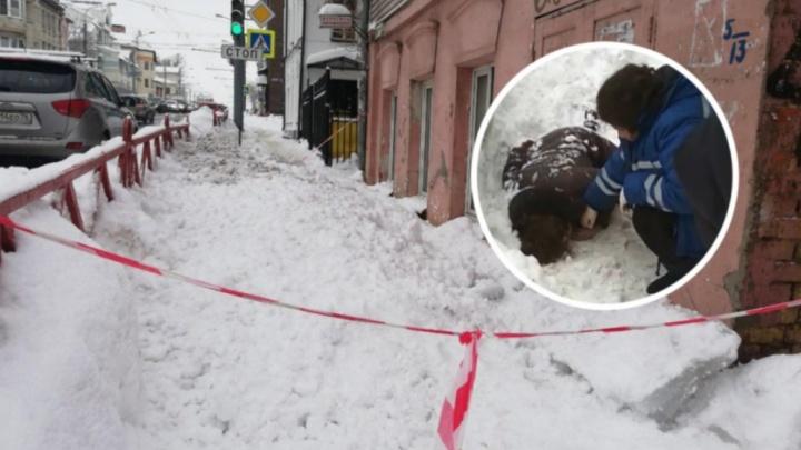 Возбудили уголовное дело: кто ответит за лёд на крыше, пробивший голову женщине в центре Ярославля