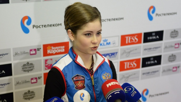 «По передачам кочует человек, смеющий звать себя моим отцом»: Юлия Липницкая дала большое интервью