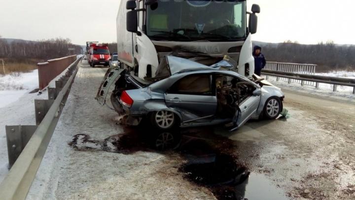 На трассе М-5 в Челябинской области в ДТП с участием пяти машин погибли два человека