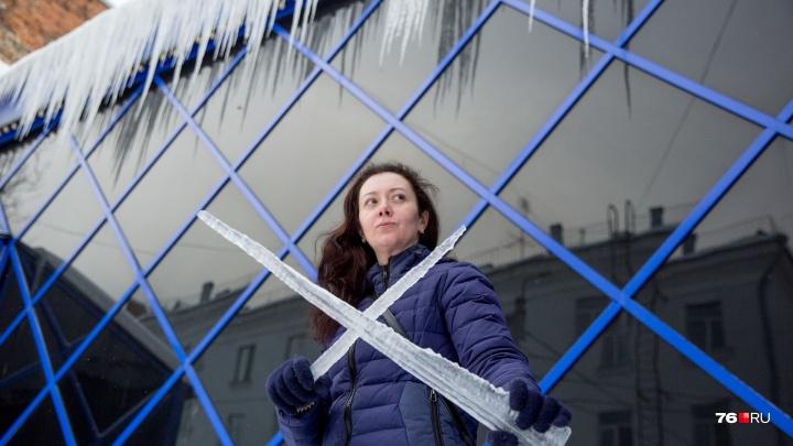 «Люди сами должны чистить балконы»: с кого требовать деньги за рухнувшую на голову сосульку