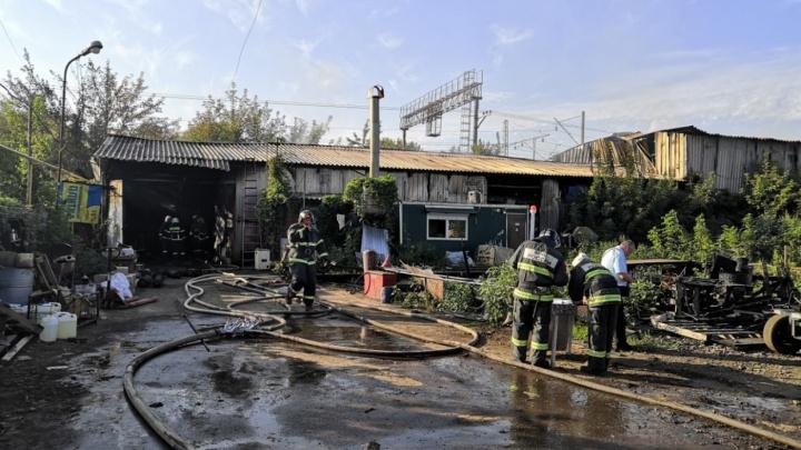 В МЧС рассказали, что хранили в сгоревшем ангаре на Заводском шоссе в Самаре
