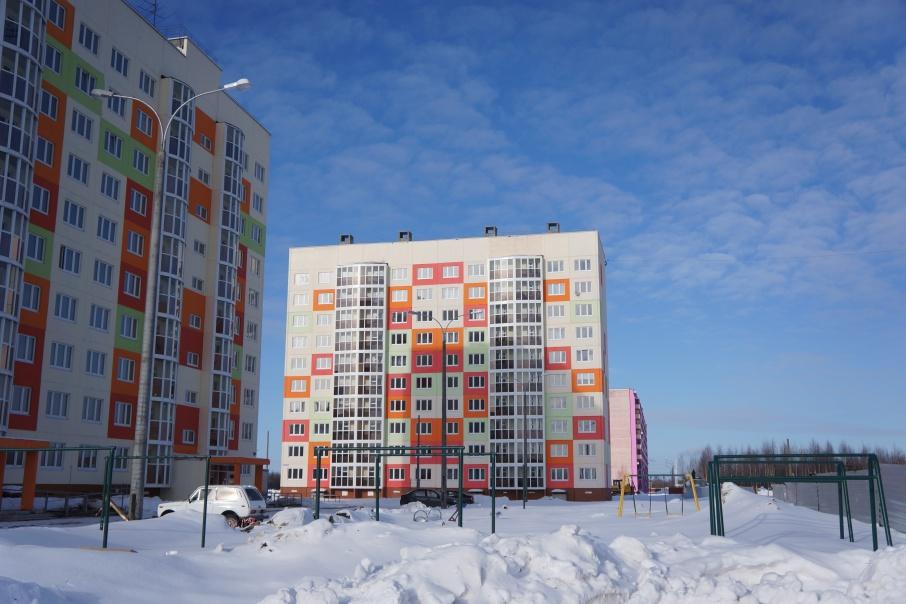 Дом 55, корпус 3 на проспекте Московском довольно быстро построили. Всего в нем два подъезда и 80 квартир. Все они предназначены для горожан, прежнее жилье которых до 1 января 2012 года признано аварийным и подлежащим сносу